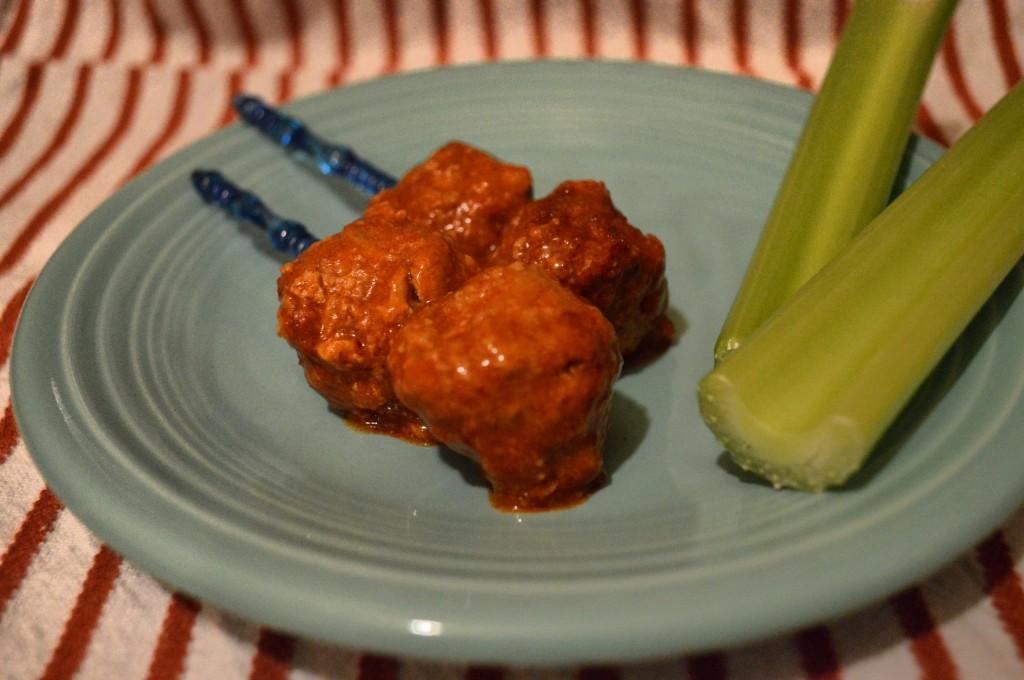 slow-cooker-recipe-buffalo-sans-the-wings-turkey-meatballs (1)