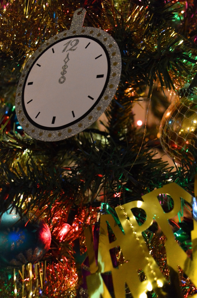 Easy Last-Minute DIY NYE Decor - New Years Eve (6)
