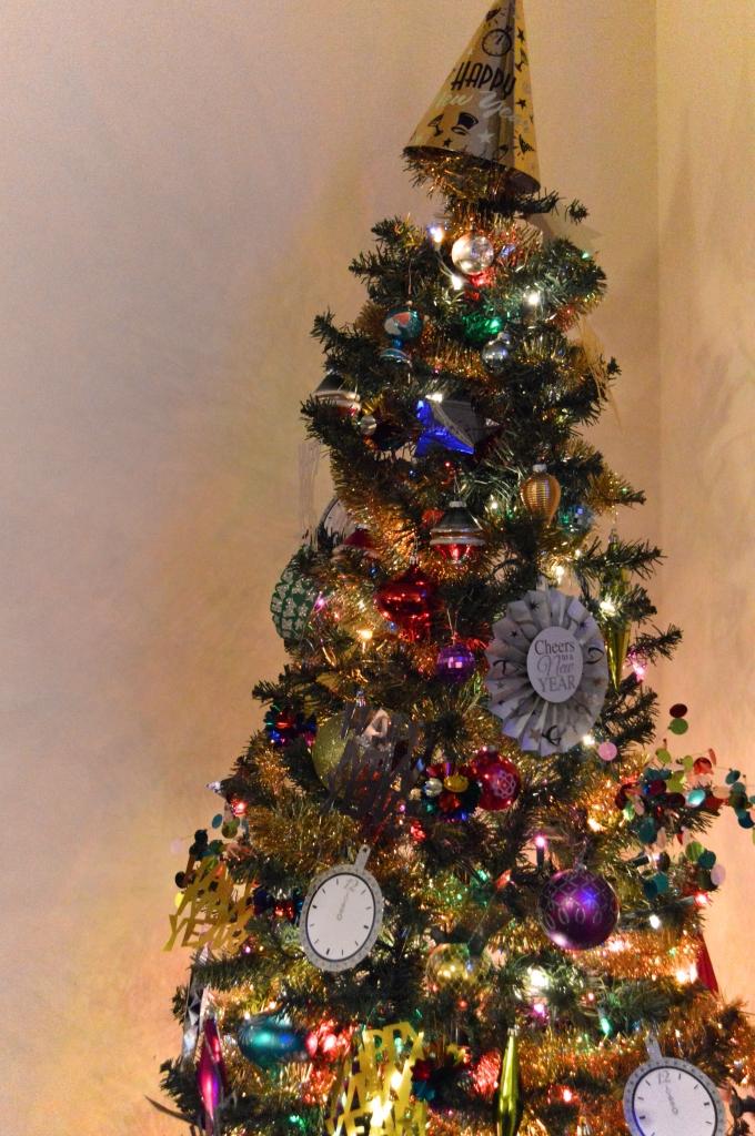 Easy Last-Minute DIY NYE Decor - New Years Eve (7)