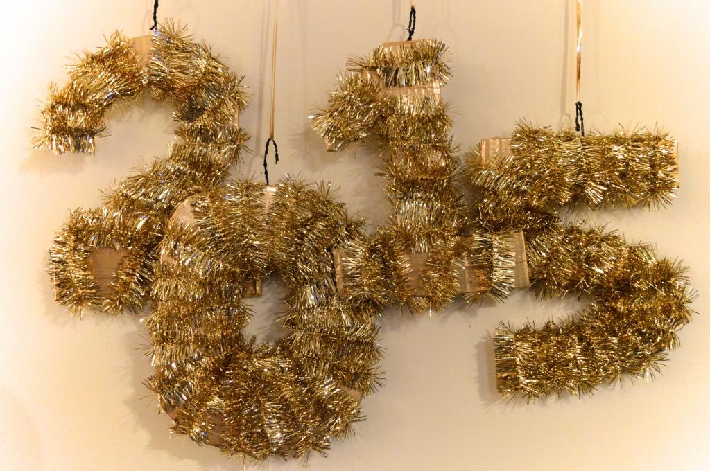 Easy Last-Minute DIY NYE Decor - New Years Eve (9)