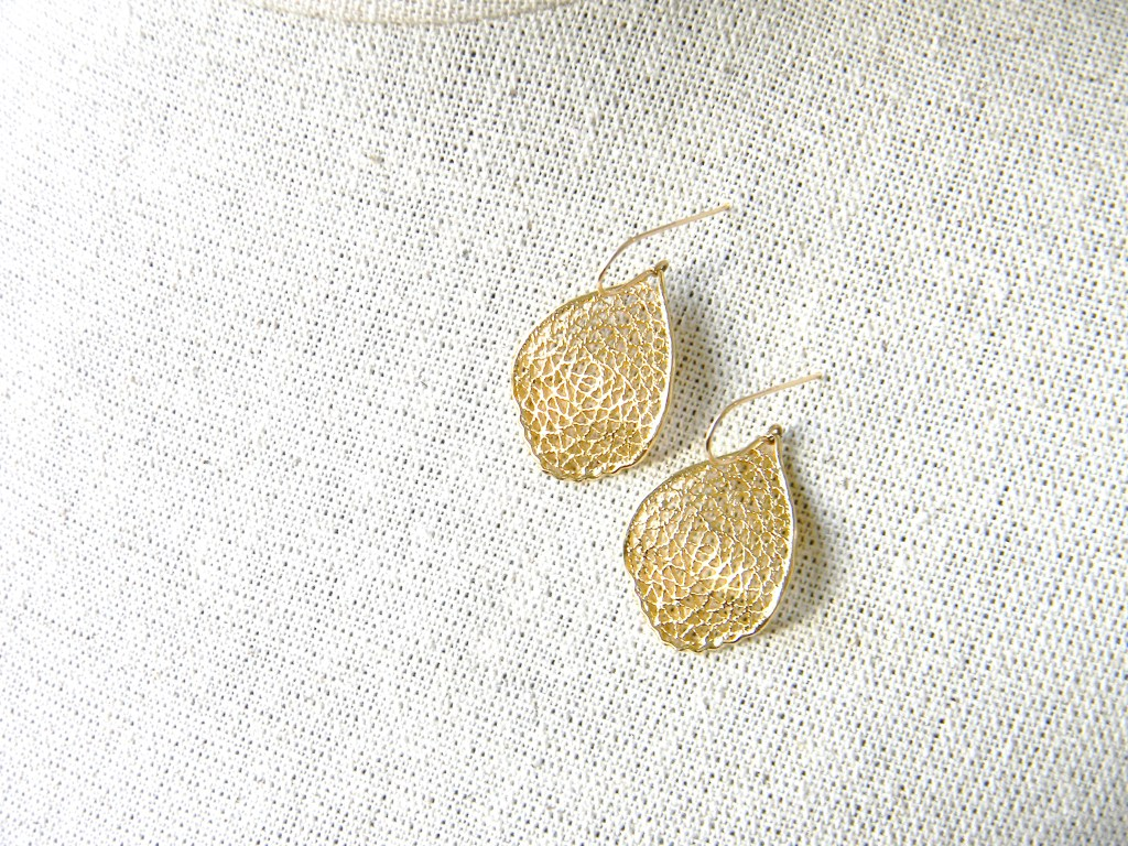 Gold Filigree Leaf Earrings 1