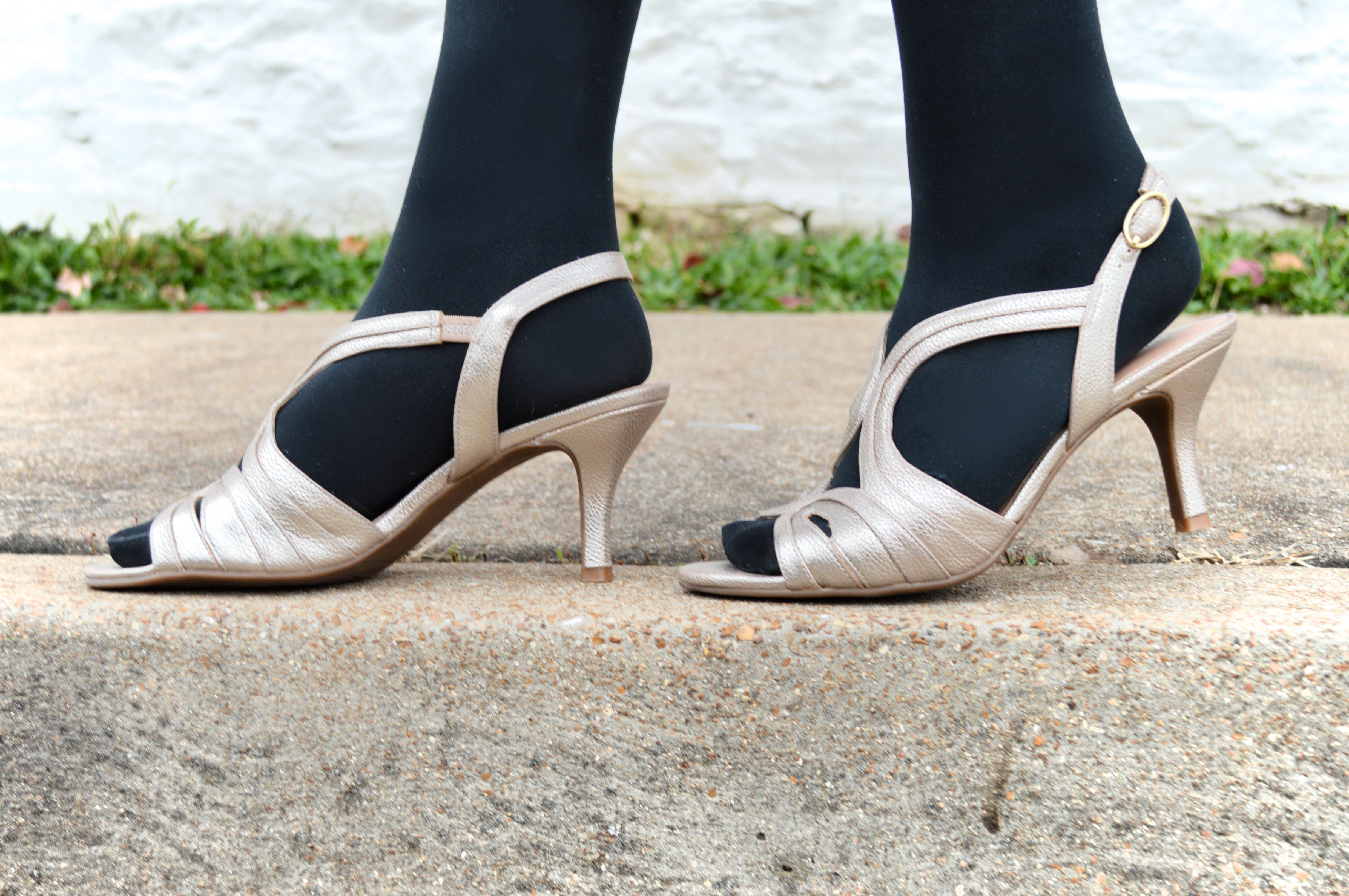 What Shoes To Wear With Black Dress To Wedding