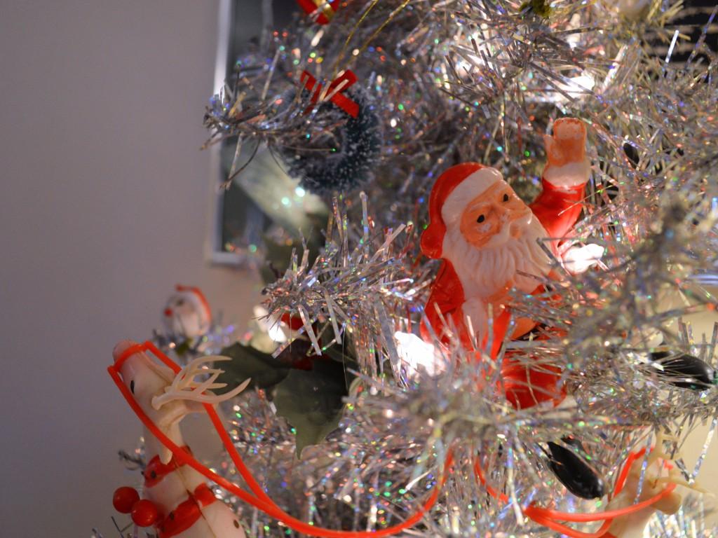 retro vinitage christmas dinner party table holiday decor - oh julia ann (10)
