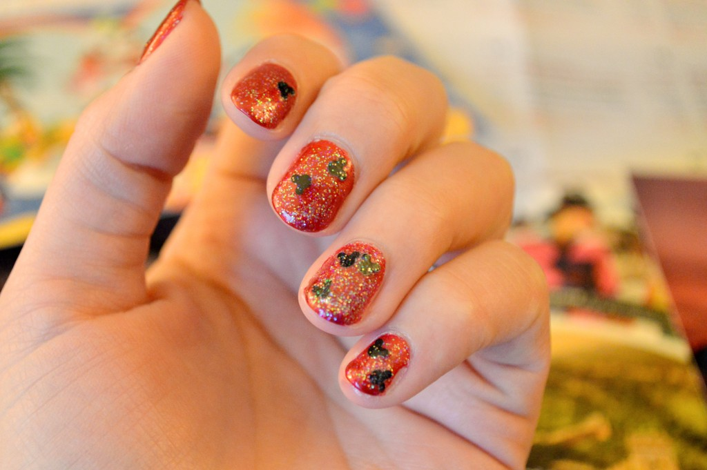 easy-diy-mickey-mouse-disney-nails-oh-julia-ann-1
