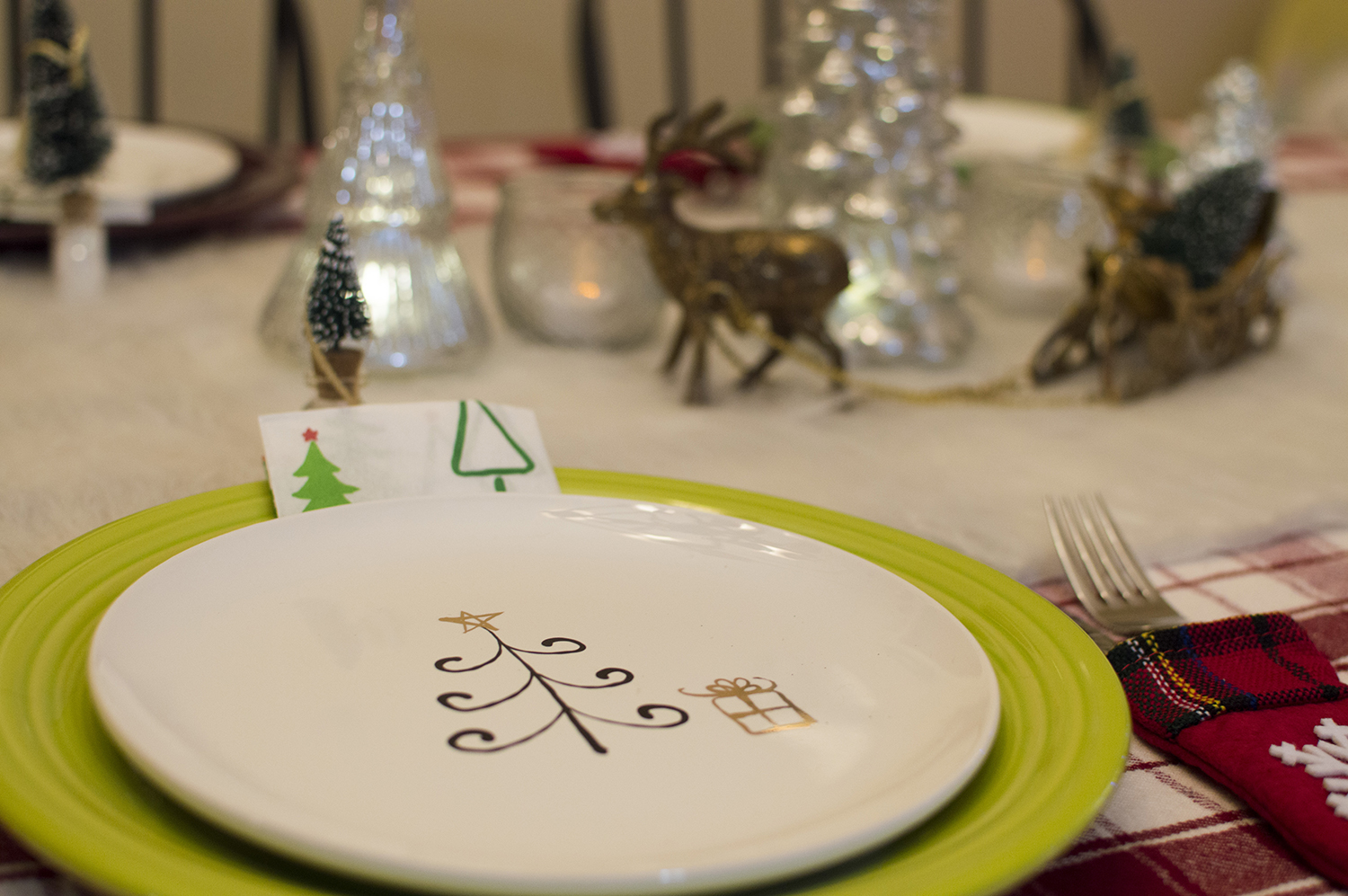 Holiday giveaway week win a 50 macys gift card from macys south festive salad or dessert plates make a fantastic hostess gift and the low price on this merry bright set is unbeatable shopping for yourself solutioingenieria Images
