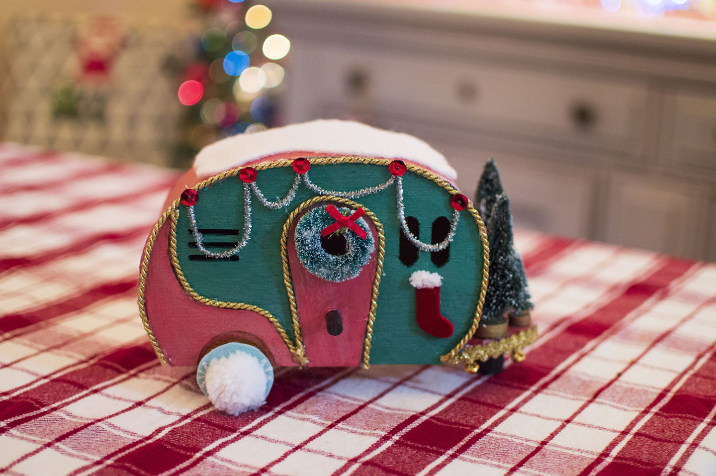Vintage Christmas DIY | Retro Holiday Camper Centerpiece