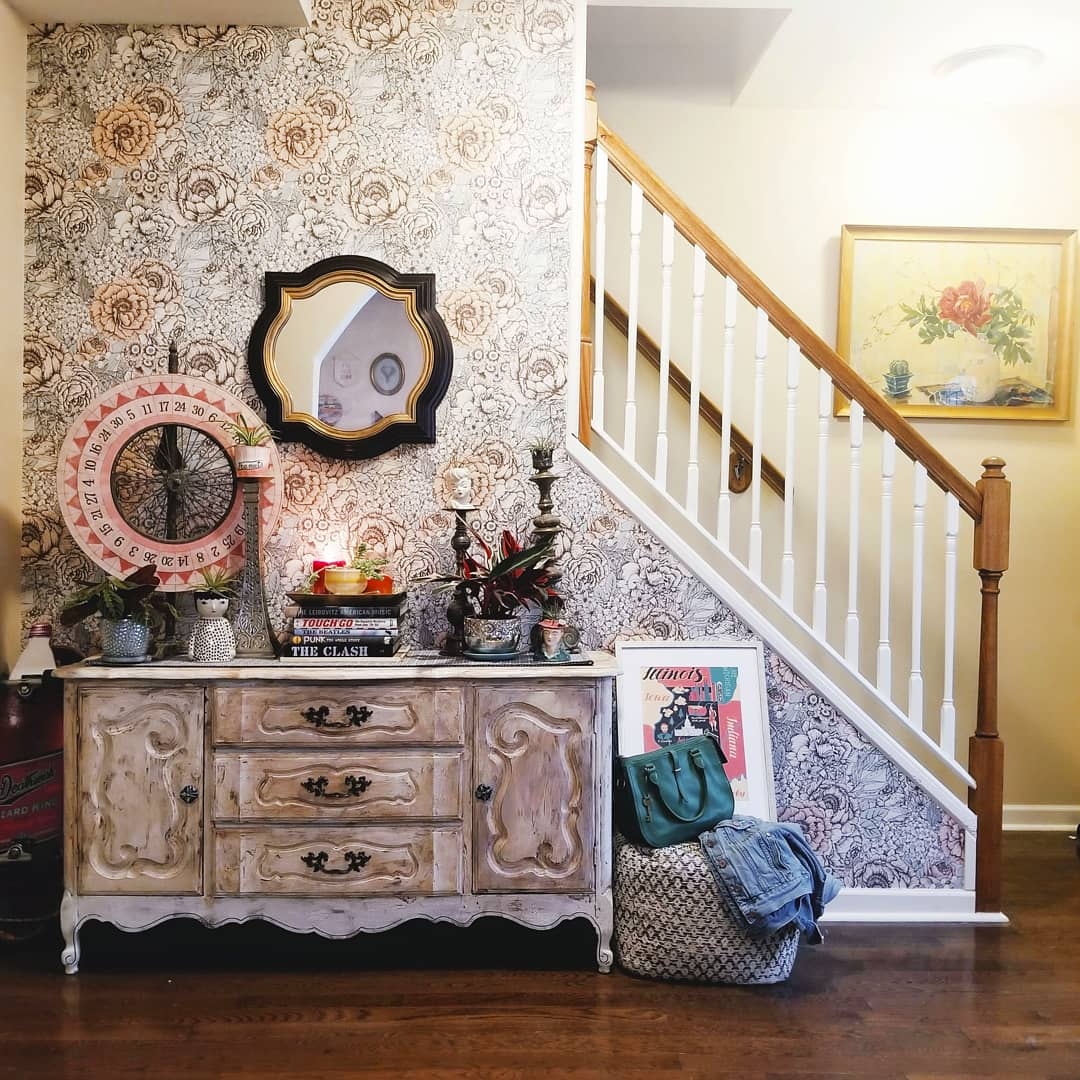 Home Tour: An Entryway for All Seasons